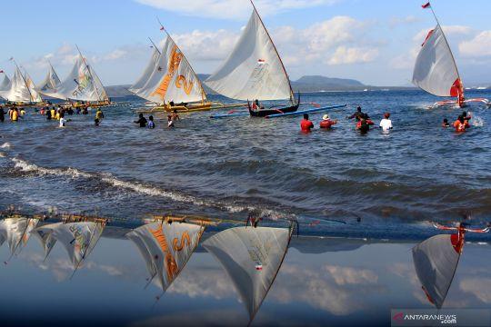 Kompetisi perahu nelayan di Banyuwangi