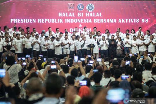 Presiden Jokowi halal bihalal dengan aktivis '98