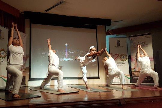 Indonesia bidik turis Singapura-Malaysia saat Hari Yoga Internasional