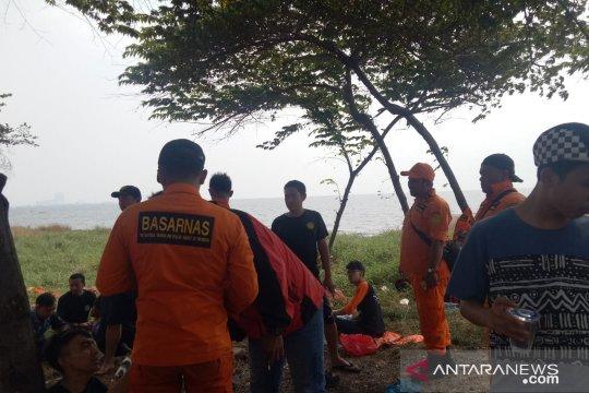 10 penyelam dikerahkan cari remaja hilang digulung ombak di Ancol