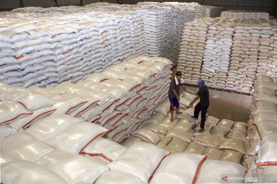 Pemerintah perlu tuntaskan permasalahan penumpukan stok beras