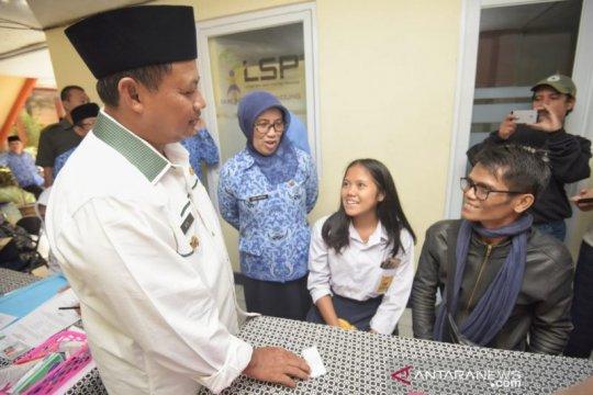 Wagub Jabar tinjau hari pertama PPDB 2019 di Bandung