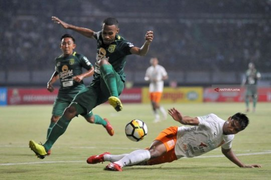 Ruben Sanadi diragukan tampil lawan Madura United