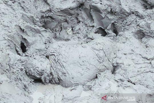 Empat penambang bijih timah dilaporkan tertimbun longsoran tanah