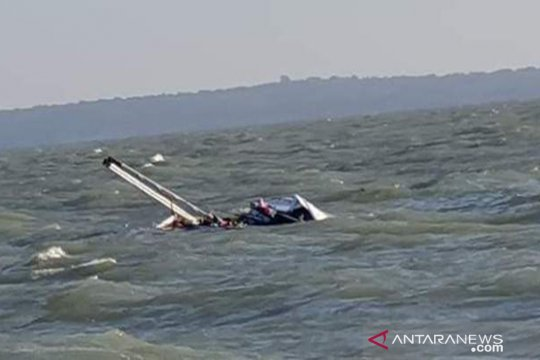 Bangkai kapal tenggelam di Sumenep dievakuasi tim SAR gabungan