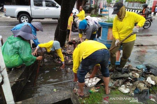 47 warga Pekanbaru kena denda karena buang sampah sembarangan