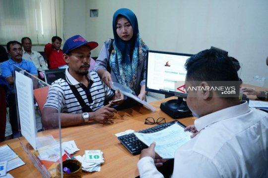 Ratusan orang tua datangi dispendik Surabaya protes PPDB