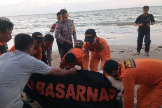 Basarnas: tiga korban kapal tenggelam belum ditemukan