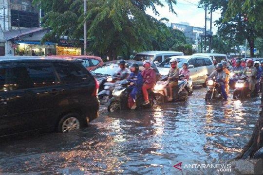 Hujan lebat sebentar, Kota Medan terendam banjir
