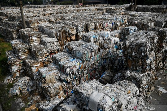 Legislator ingin pabrik kertas domestik tidak impor bahan baku sampah