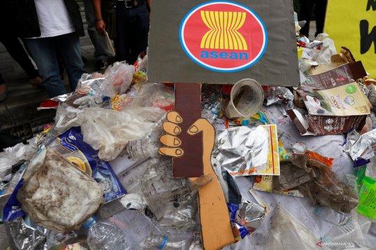 Malaysia  kirim balik sampah plastik dari AS di bawah aturan baru PBB
