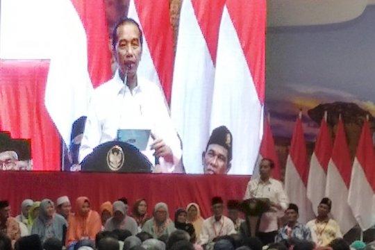 Jokowi minta masyarakat Gresik untuk hati-hati pegang sertifikat tanah