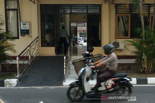 Pegawai Imigrasi Mataram kembalikan uang THR diduga hasil suap