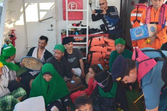 Basarnas evakuasi penumpang boat tenggelam di Pulau Aceh