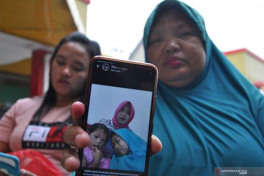 Keluarga korban kebakaran pabrik korek api menunggu identifikasi jenazah