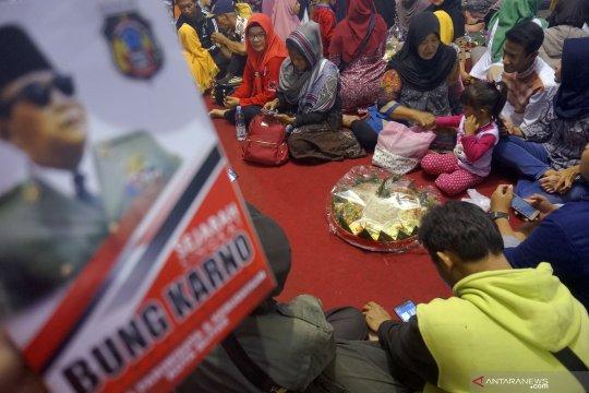 Kenduri 1000 tumpeng memperingati haul Bung Karno