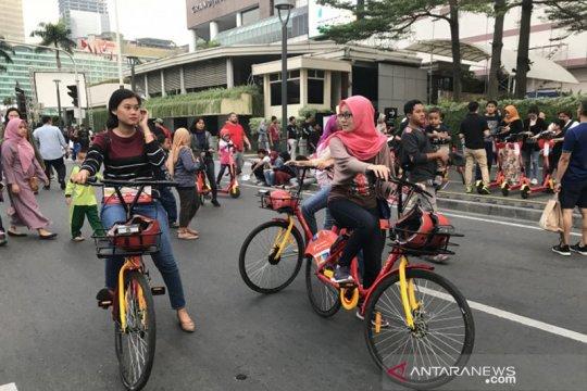 Perayaan HUT DKI Jakarta, warga serbu otopet listrik