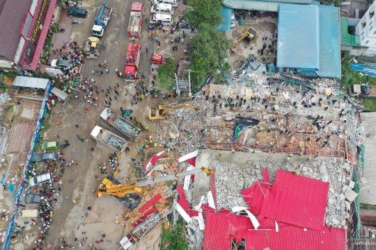 Korban bangunan ambruk di Kamboja jadi 18 tewas, 24 cedera