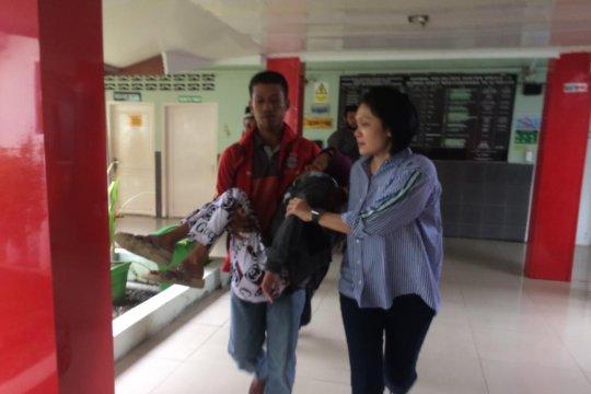 Keluarga korban kebakaran dilarikan ke RS saat hendak serahkan data