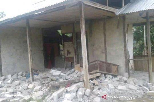 Warga Sarmi berhamburan keluar rumah akibat gempa Mamberamo Raya