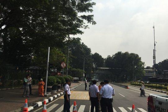 Jalan Medan Merdeka Barat ditutup Senin pagi