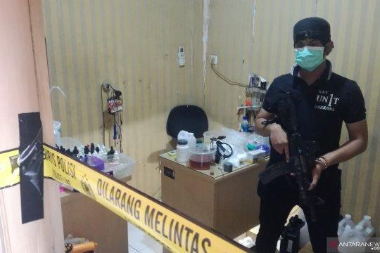 Polisi gerebek pabrik sabu rumahan di Jakarta Barat