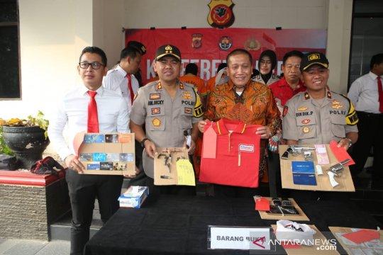 Polres Bogor bekuk 11 perampok bersenjata spesialis minimarket