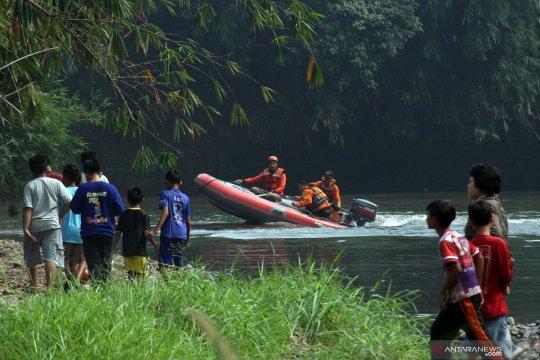 Pencarian anak tenggelam di Ciliwung