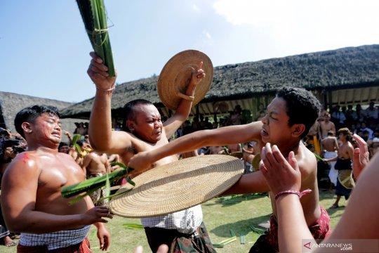 Tradisi Makere-kere Bali