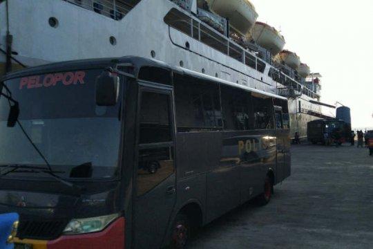 Rombongan diduga terkait pidana terorisme diangkut kapal ke Semarang