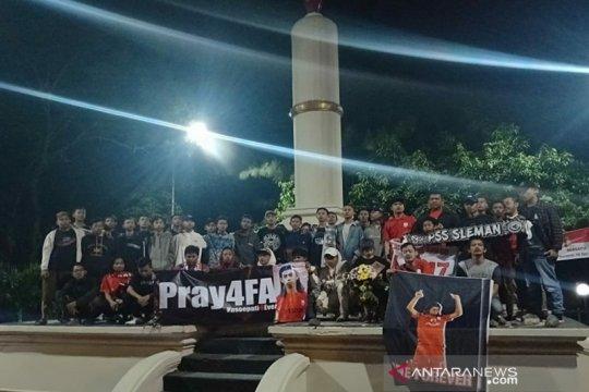 Suporter Pasoepati doa bersama untuk pemain Persis Solo Alm Ferryanto