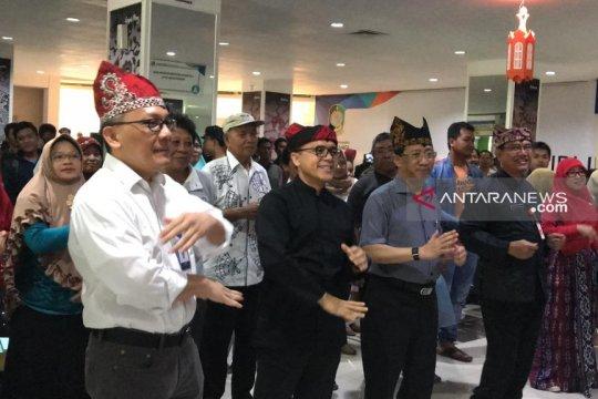 Sambangi Mal Pelayanan Publik, Bupati Anas senam bareng Kepala LIPI