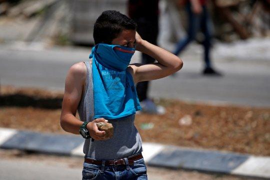 Anak remaja termasuk 12 orang Palestina yang ditahan di Tepi Barat