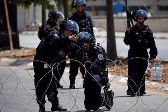 Pasukan Israel hancurkan monumen pemuda Palestina yang tewas