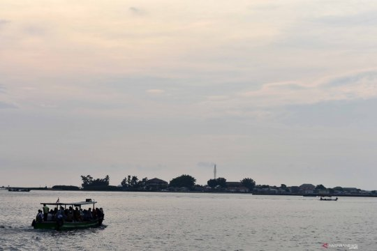 Kemarin, tawuran ganggu layanan kereta hingga MRT dapat subsidi
