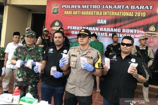 Polres Metro Jakarta Barat ungkap jaringan pil ekstasi jenis baru