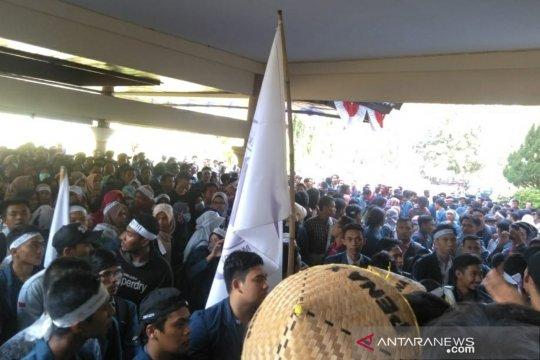 Ratusan mahasiswa Unram gelar demonstrasi kebijakan kampus