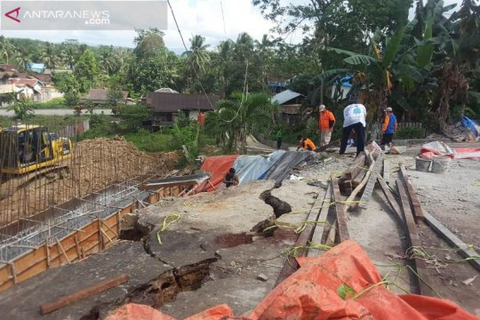 BPBD Penajam perpanjang darurat longsor Bukit Raya