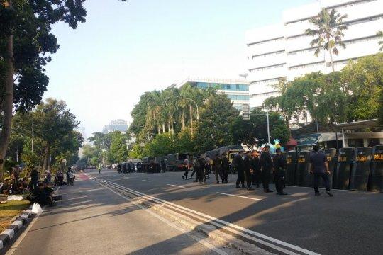 Belum ada pergerakan massa di depan Gedung MK