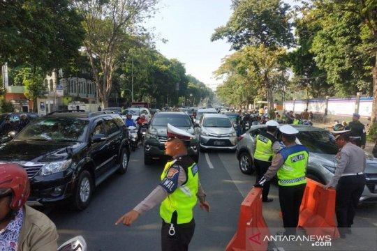 Lalu lintas kendaraan tersendat di kawasan Jalan Katedral