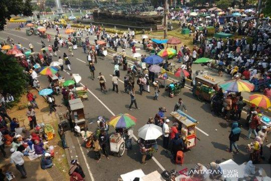 Jalan Medan Merdeka Barat berubah jadi pasar kaget