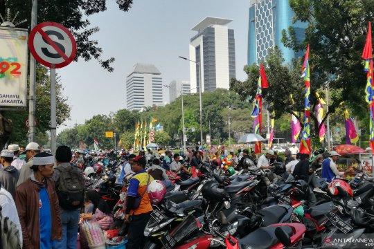 Jalan Medan Merdeka Selatan berubah menjadi lahan parkir liar