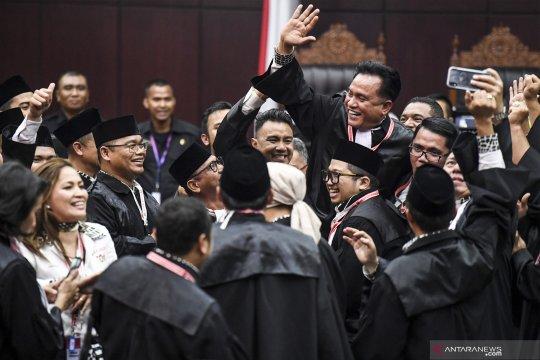 Kegembiraan tim kuasa hukum Jokowi - Amin usai sidang sengketa pilpres