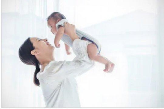 """Istilah """"bayi bau tangan"""" mitos atau fakta?"""