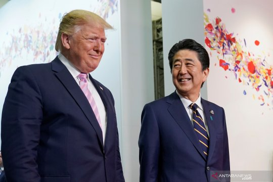 Shinzo Abe bertemu dengan Donald Trump dan Angela Merkel