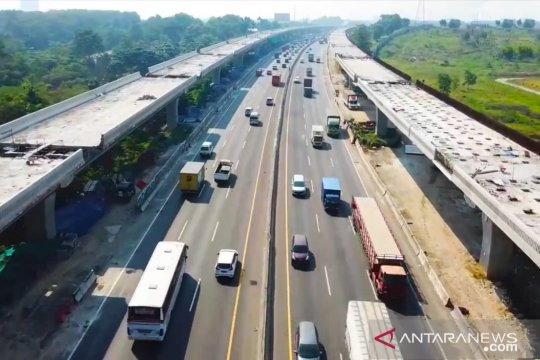 Tol layang Jakarta-Cikampek siap uji laik operasi Oktober 2019