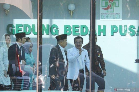 Dokter secara bertahap lepas alat bantu pernafasan Wali Kota Surabaya