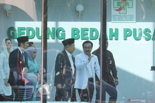 Wapres Jusuf Kalla jenguk Wali Kota Surabaya Tri Rismaharini