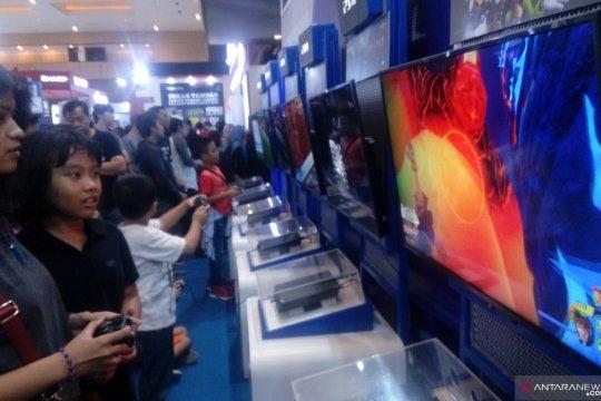Pengunjung serbu stan penjualan konsol gim di PRJ