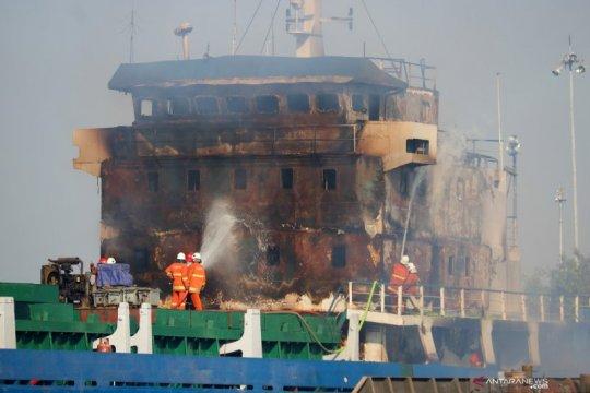 Kapal perang di Kolinlamil Jakarta Utara terbakar